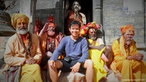 Photo selfie with the Sadhu , or the holy men of Hindu, in Pashupatinath Temple, Kathmandu