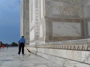 The Marble Grounds of the tomb is well taken care of. Before stepping on the main tomb structure, Shoes should be wrapped with fabric. which is handed over to you with the ticket.
