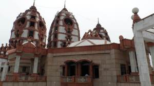 Iskcon Hindu Temple in Delhi,  around 10 minutes walk from Lotus Temple .  No entrance Fee !