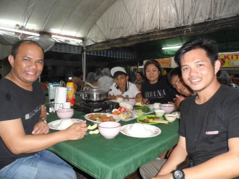 couchsurfing Family . My Host Rohger and Maam Leona.