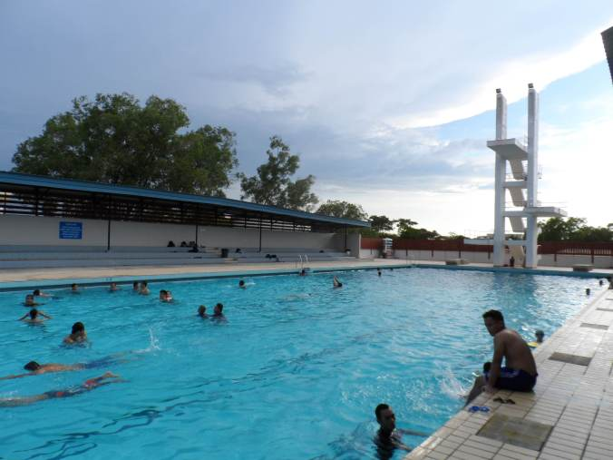 In lieu of not having bars and Liquors, the Sultan of Brunei provided affordable outdoor activities for people to enjoy , like pools, health clubs, and football games every night. Entrance to this nice pool is only  B$ 1  (  35 pesos )