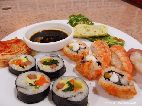 korean food kimbap plate